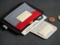 kompakter Geldbeutel  aus Filz für unterwegs. 3 Fächer für Münzen, Scheine, Ausweis und Bezahlkarten