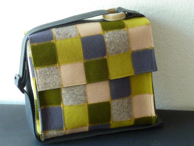 Handtasche in Patchworktechnik aus Filz, Grün- und Naturtöne